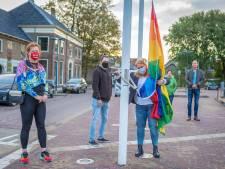 Regenboogvlag in Alblasserdam: 'Dat had ik een half jaar geleden niet durven hopen'