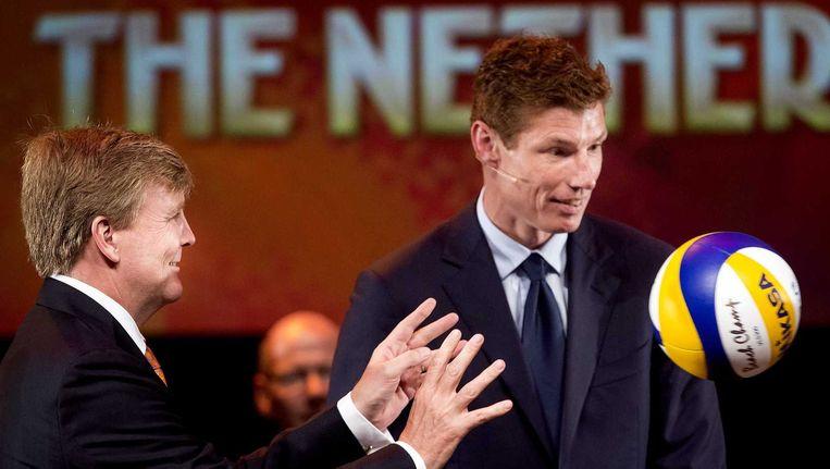 Koning Willem-Alexander met toernooidirecteur Bas van de Goor. Beeld anp