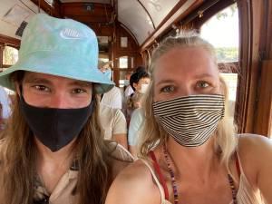 Een dag vóór vertrek naar huis moeten Lizzy en Bas in Portugal in quarantaine