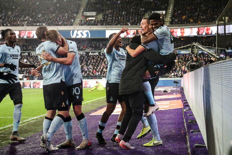 Uitzinnige vreugde bij Club na de 1-2.
