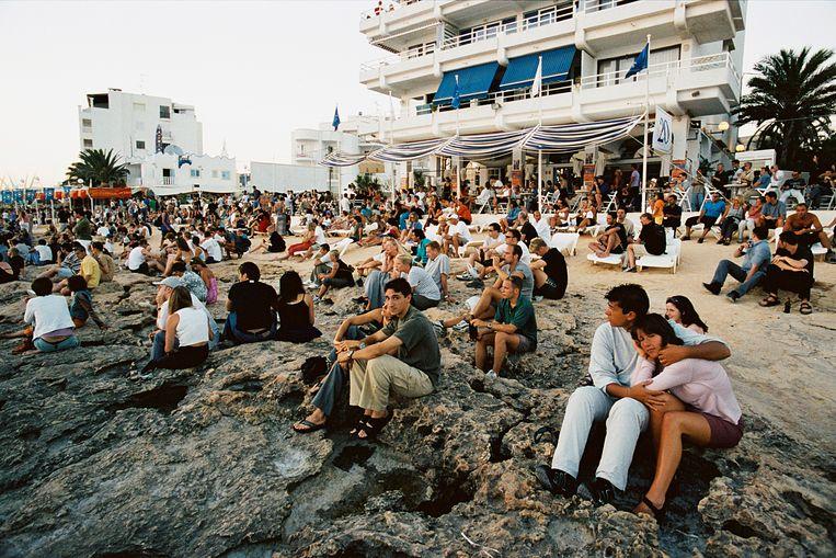 Zonsondergang bij Café Del Mar op Ibiza (2003) Beeld Corbis via Getty Images