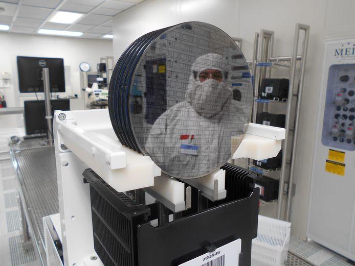 In de chipfabriek van NXP in Chandler worden chips op schijven van 15 centimeter gemaakt.