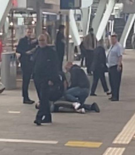 Maher (25) zette mondkapje iets te laat op en werd hardhandig overmeesterd op station Arnhem: 'Ik raakte in paniek'