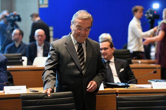 Louis Tobback neemt zijn plaats in en kijkt naar eigen zeggen uit naar zijn rol als lid van de oppositie.
