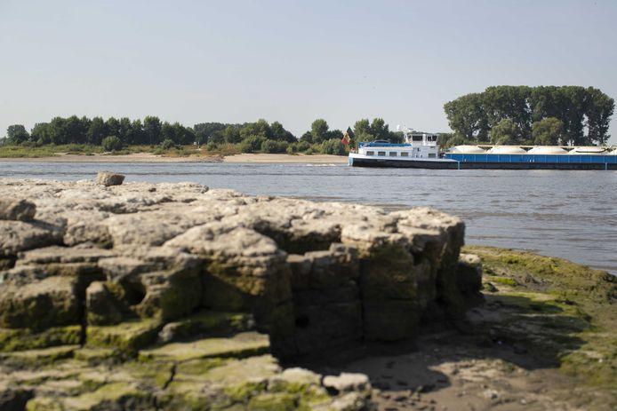 De uitgedroogde oever van de Rijn ter hoogte van Lobith.