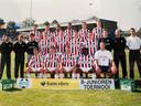 De B1 van Willem II in 2002 met Mike Thijssen bovenaan tweede van rechts en Bas Smulders zittend tweede van links.