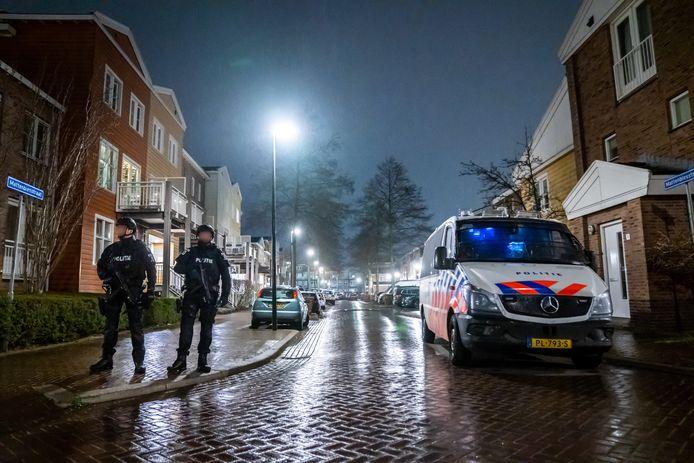Tijdens de grote actie viel de politie in de Mattenbiesstraat in de Rotterdamse wijk Terbregge een woning binnen.
