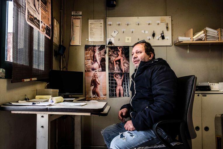 """Stefano Bruzzone, poortwachter van de vrachtwagens: """"Ik keek door het raam en kon mijn ogen niet geloven."""" Beeld JONAS LAMPENS"""