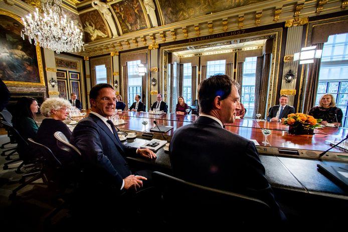 Premier Mark Rutte  bij de eerste ministerraad van het kabinet-Rutte 3.