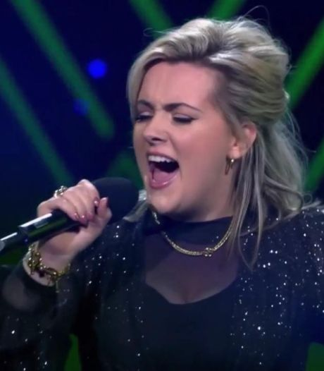 Stewardess Nienke Fitters uit Loon op Zand valt af in finale The Voice