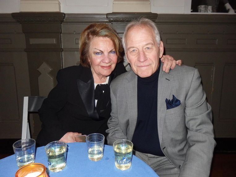 Dixie Solleveld en haar man Pim Maas, de Nederlandse Elvis, die in Het Parool nog eens per ongeluk dood is verklaard. 'Maar het was een prachtig stuk!' Beeld Schuim