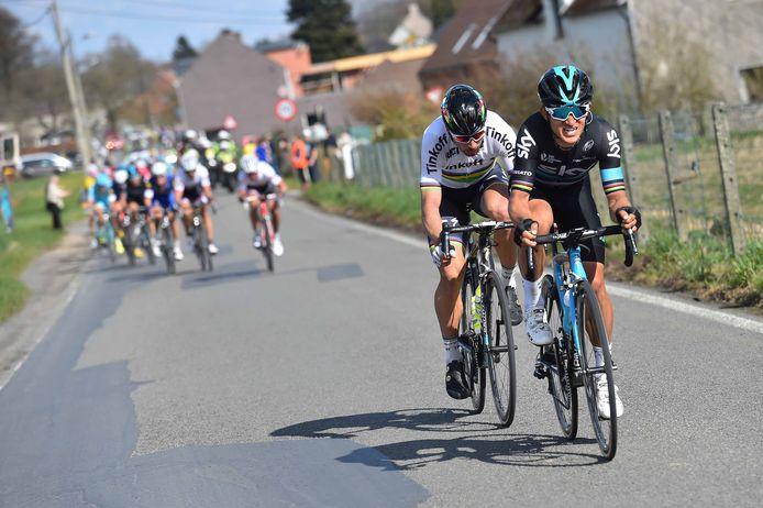 Hét moment in de koers: Kwiatkowski en Sagan sluipen weg op grondgebied ronse. Cancellara heeft Devolder bij zich en verroert geen vin