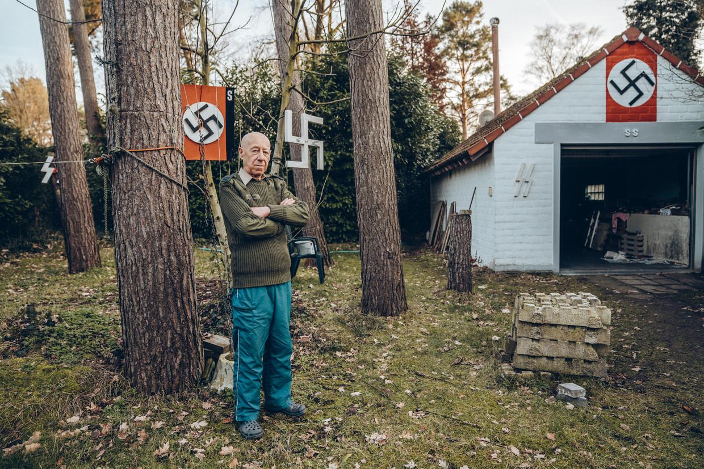Georges Boeckstaens in zijn tuin: 'Ook ik dacht dat ik alles ging moeten weghalen, maar volgens mij is het niet strafbaar.' Beeld Thomas Sweertvaegher