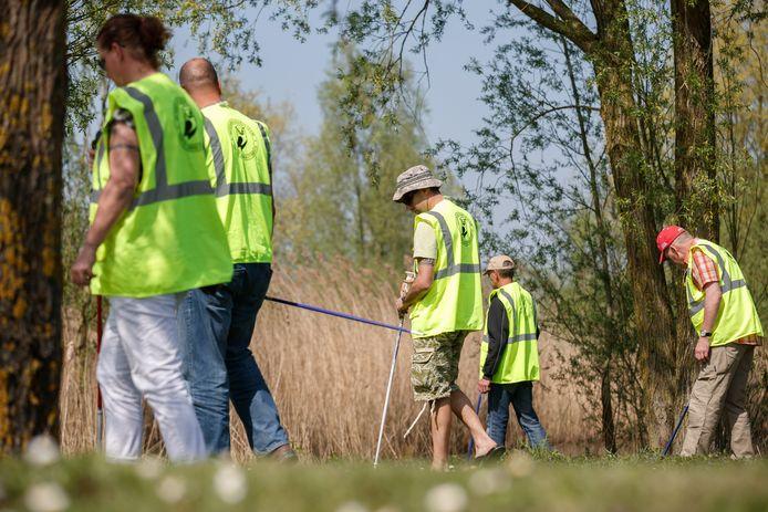 Het Veteranen Search Team tijdens een oefening in Etten-Leur.