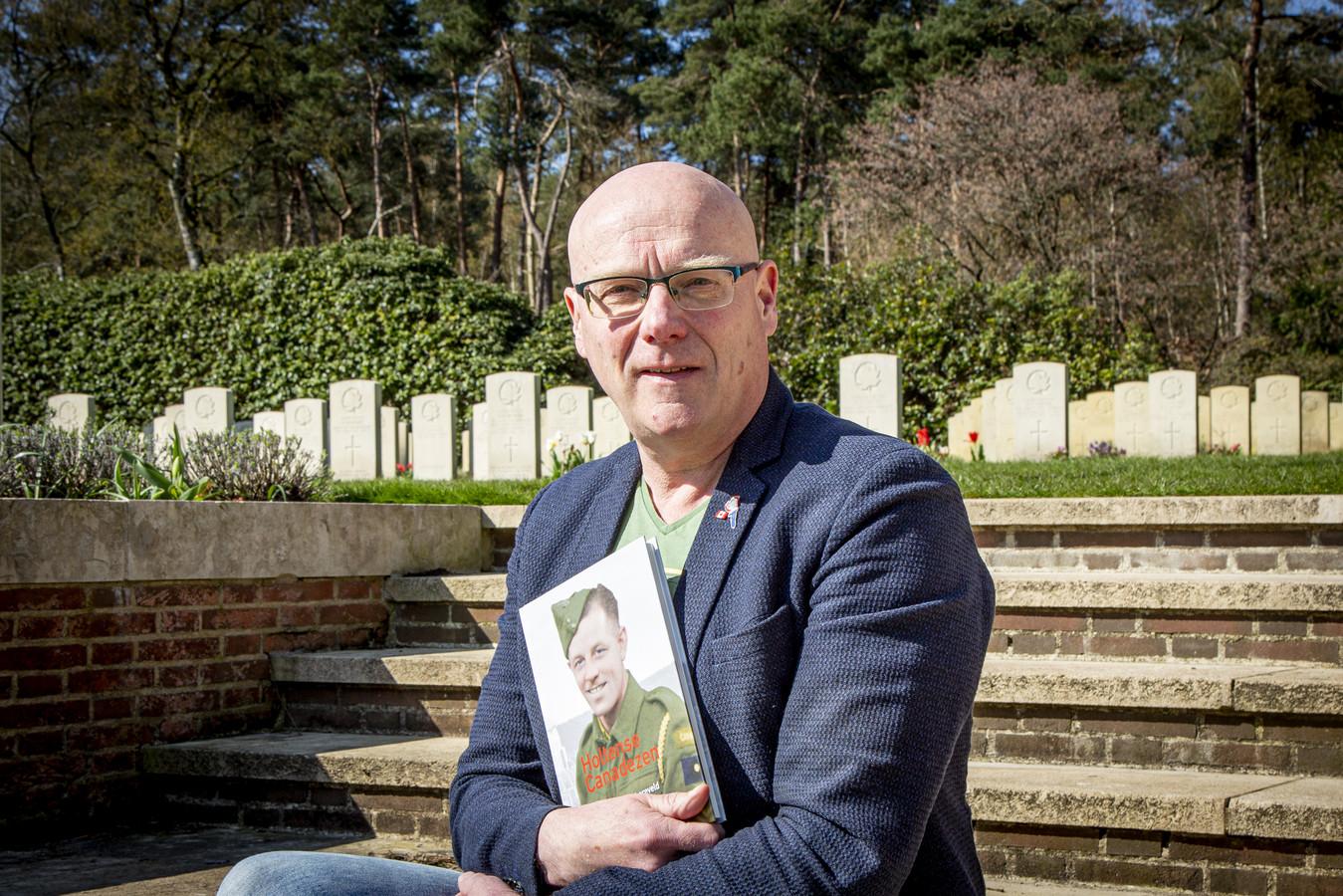 Jan Braakman schreef een uitgebreid leesboek over de Canadese Begraafplaats in Holten.