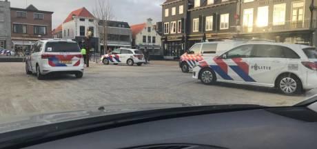 Tientallen jongeren komen af op oproep voor feestje in centrum van Zevenbergen, politie voert charge uit