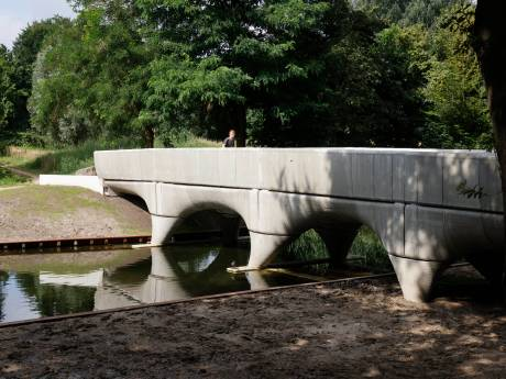 Eindelijk is ie klaar, de geprinte brug in Nijmegen. Wat opvalt? Hij is minder zacht dan op de plaatjes