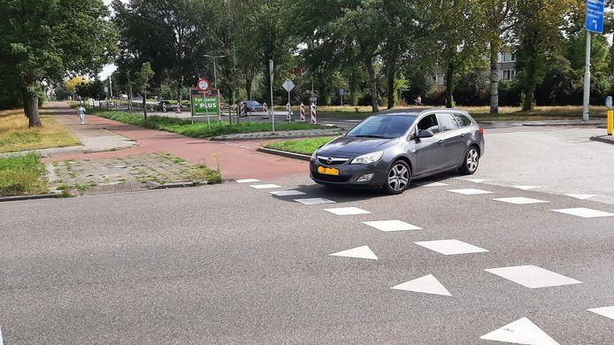 Vanaf de Burgemeester Schneiderlaan in Roosendaal rechtsaf de Gezellelaan in.