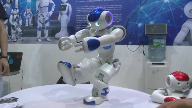 Dansende robots blikvangers van technologiebeurs