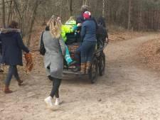 Koetsier schiet gestrande ambulancewagen te hulp in Oosterhouts bos: 'We hebben een leven gered'
