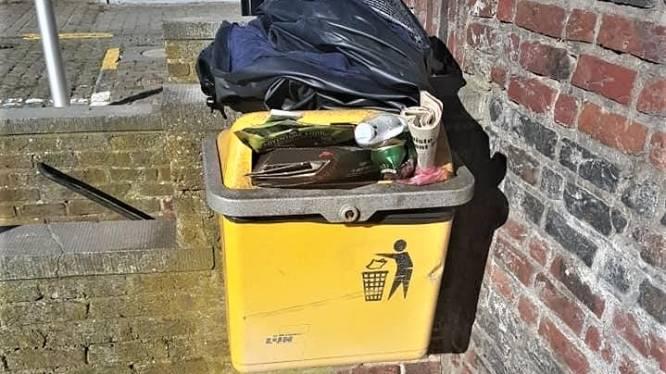 """""""Pure provocatie"""": na vandalisme aan Bivakzone Wereldboom, nu afval aan gemeentehuis Horebeke"""