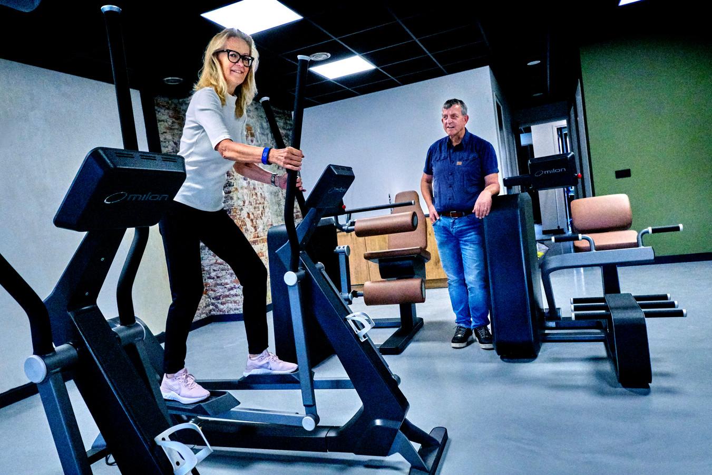 Ina en Willem Batenburg in hun nieuwe sportschool aan de Voorstraat in Piershil.