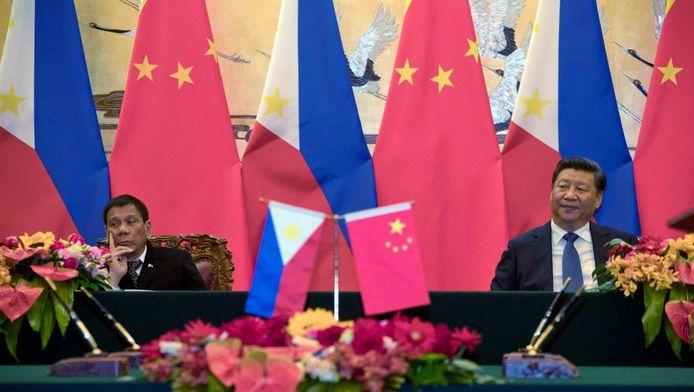 Le président philippin Rodrigo Duterte et son homologue chinois Xi Jinping