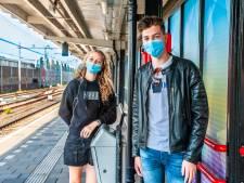 Doe jij nog braaf je mondkapje op in de trein? Dit doen deze reizigers: 'Heb astma, toch doe ik 'm soms af'