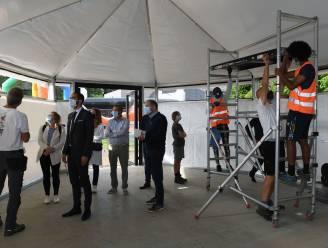 Asielzoekers steken de handen uit de mouwen voor pop-upklaslokalen in Herent