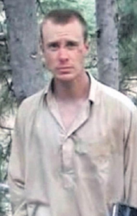 Bowe Bergdahl tijdens zijn gevangenschap bij de taliban in Afghanistan.