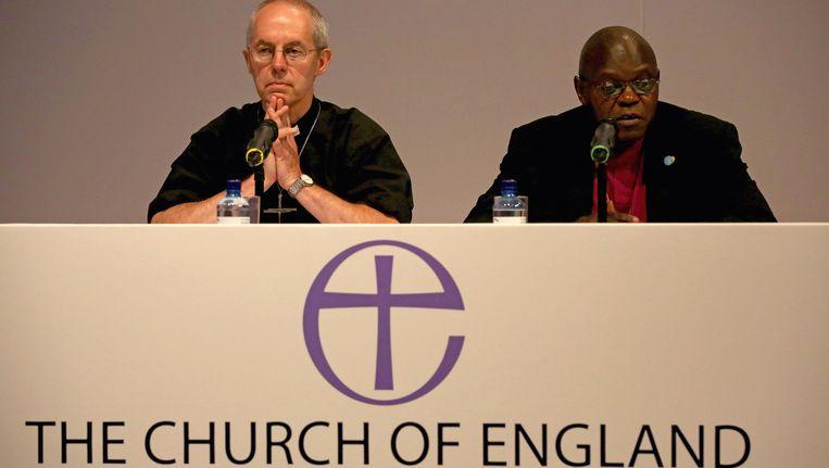 De Aartsbisschop van York, John Sentamu (rechts), en de Aartsbisschop van Canterbury, Justin Welby, maken de historische beslissing op een persconferentie bekend. Beeld getty