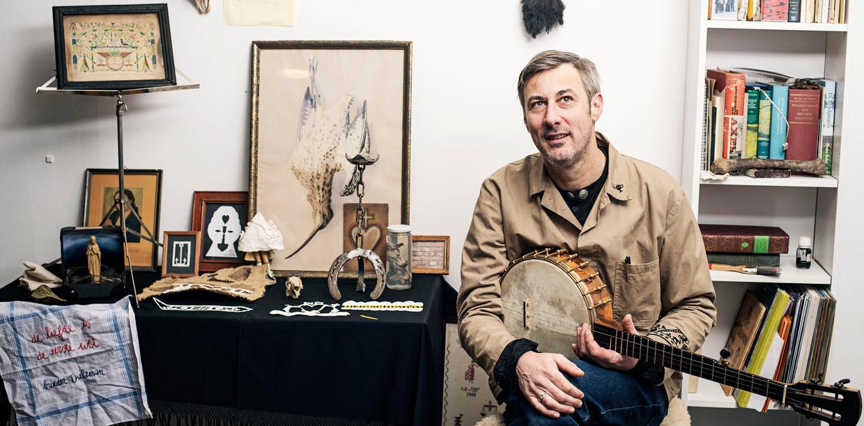Singer-songwriter Broeder Dieleman: 'Van mij mogen alle wetten kapot. Behalve die eerste wet.' Beeld Mechteld Jansen