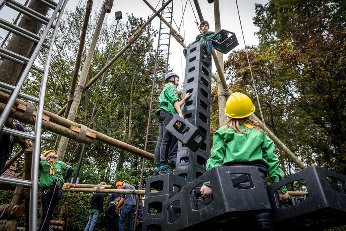 Scouts in Gemert bouwen hun radiotoren.