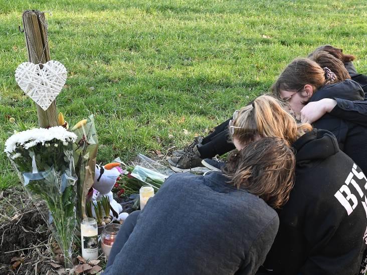 Bloemen, kaarsen en een knuffel voor omgekomen studente (18) uit Cuijk: 'Verschrikkelijk wat er is gebeurd'