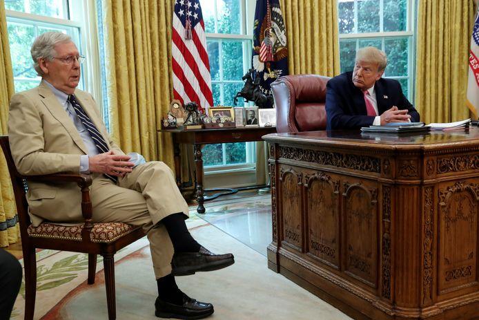 Mitch McConnell (links) en Donald Trump tijdens diens presidentschap in het Witte Huis.
