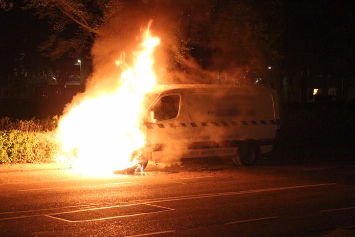 Bus in brand gevlogen op het Textielplein in Tilburg.