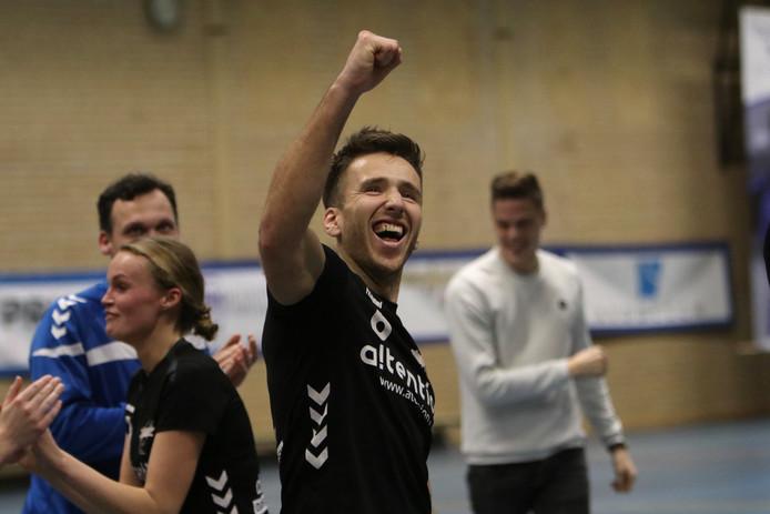 Rick Verdouw is blij. Oost-Arnhem wint bij Sparta Zwolle en is zeker van de kruisfinales om een plaats in de Korfbal League