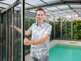 """Aron (36) verdient als specialist in zwembadoverkappingen tot 4.500 euro per maand: """"Iederéén wil een zwembad. En liefst allemaal om ter eerst"""""""