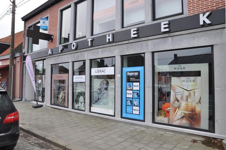 De apotheek langs de Leernsesteenweg.