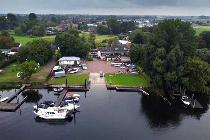 Watersport Oostema, gezien vanaf de Veense Put.