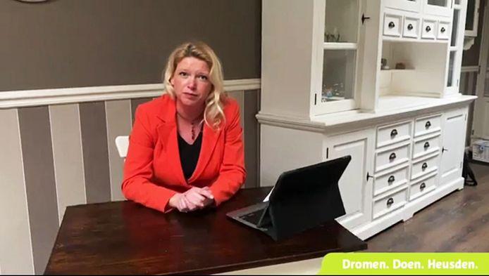Still uit een eerdere videoboodschap van burgemeester Willemijn van Hees van de gemeente Heusden.