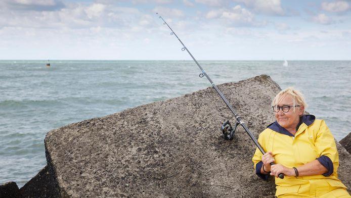 Lutz Jacobi vangt een vette tong. Dikker dan ze bij haar eigen vishandel kan krijgen.