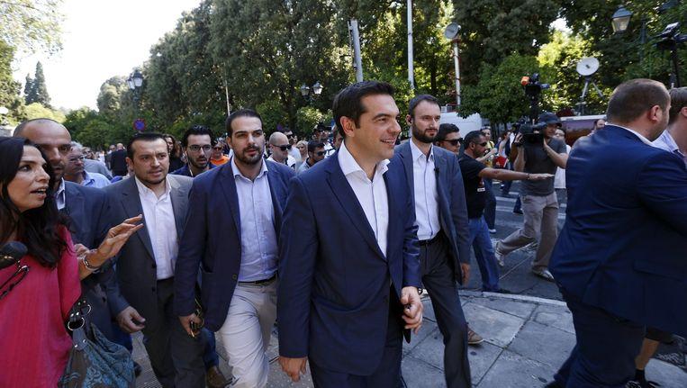 Premier Tsipras met de andere partijleiders na de gesprekken. Beeld EPA