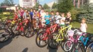 Superfan van Rode Duivels die naar WK voetbal fietste, schenkt fietsen aan Russisch weeshuis