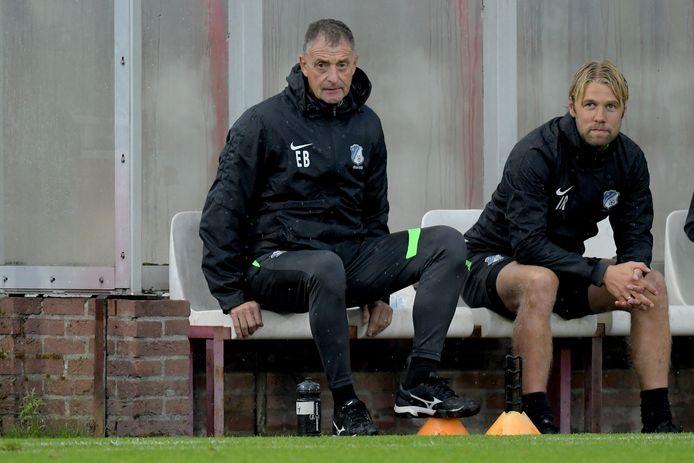 Ivo Rossen met hoofdtrainer Ernie Brandts van FC Eindhoven bij het duel met Jong FC Utrecht.