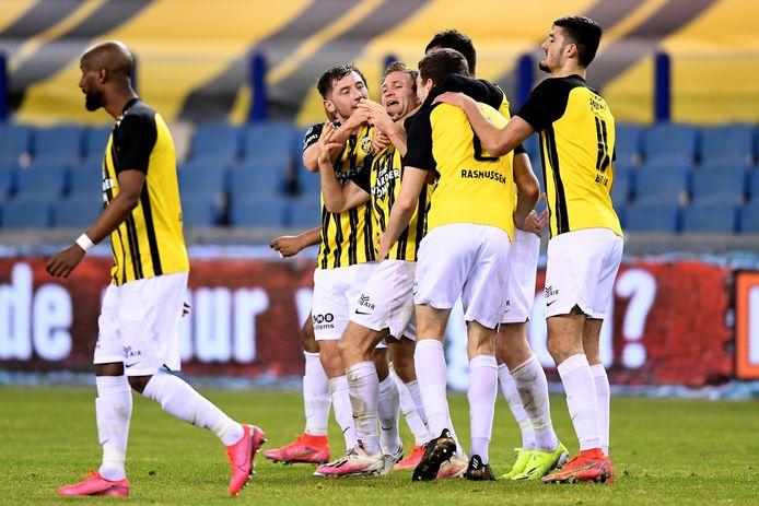 Sondre Tronstad is het middelpunt van het feest bij Vitesse. De Noor heeft zijn eerste goal voor de eredivisieclub gemaakt.