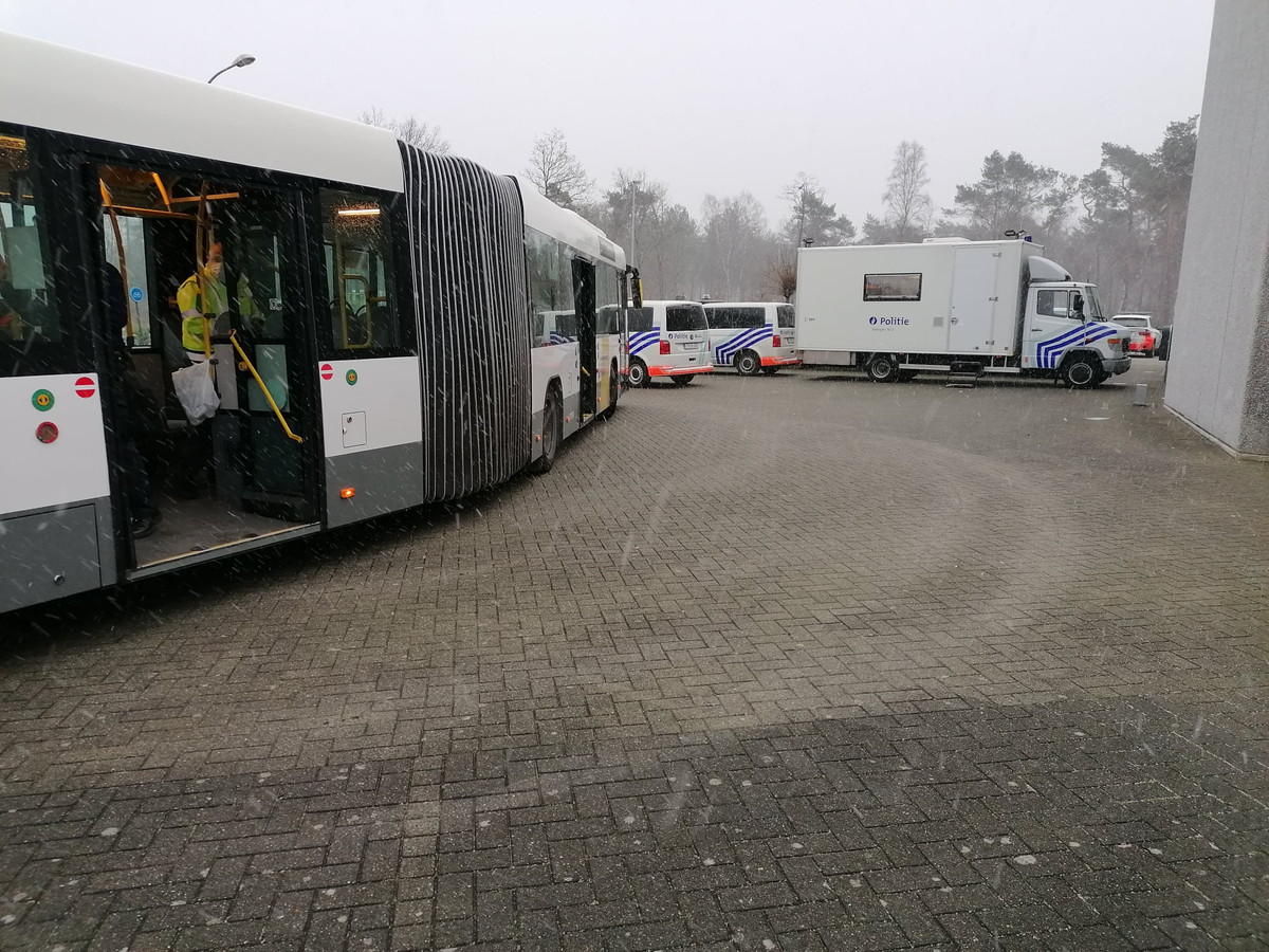 Een controleactie van de politie langs de N12