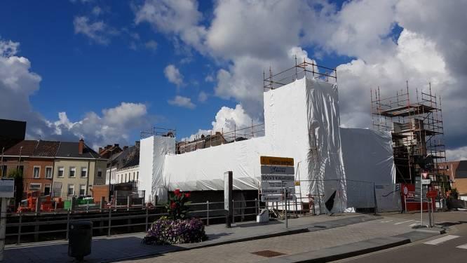 Wijngaardbrug met folie ingepakt: copycat van Christo aan het werk?