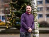 Wiskundeleraar Jeroen Geuze maakt zich klaar voor digitaal onderwijs tijdens lockdown: 'Extra werkdruk is groot'.