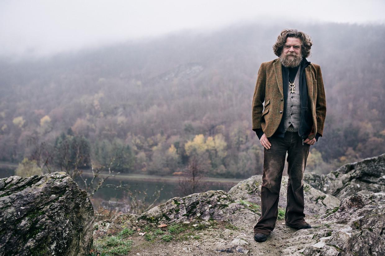 Jeroen Olyslaegers: 'Ik kan gewoonweg geen hedendaagse romans meer schrijven. Er liggen nu hele eeuwen voor mij open.'